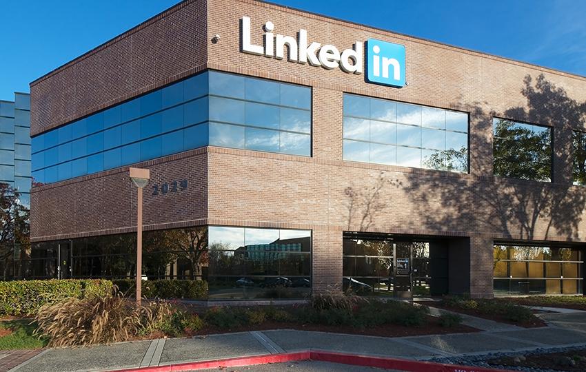 9 τρόποι να βελτιώσετε το LinkedIn σας και να βρείτε δουλειά!