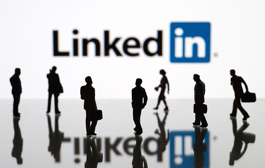 Τώρα μπορείτε να ψάχνετε για δουλειά μέσω LinkedIn χωρίς να το μάθει το αφεντικό σας