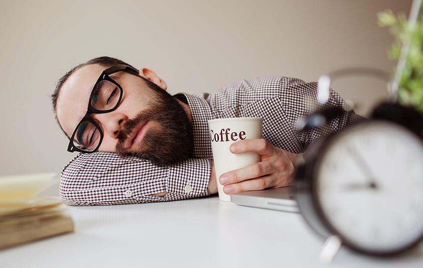 Μερικοί καλοί λόγοι για να παίρνετε έναν υπνάκο στη δουλειά