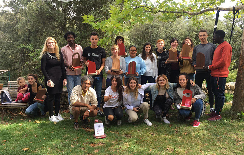Κοινωνική Ενσωμάτωση των προσφύγων/μεταναστών και σχεδίαση κουτιών δωρεάς με τη συνεργασία των τοπικών