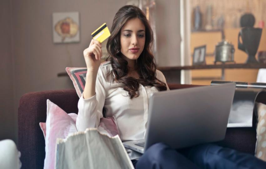 Οι μισοί διεθνείς online shoppers κάνουν αγορές από το εξωτερικό. Γιατί δεν αγοράζουν από την Ελλάδα;